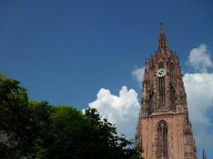 Frankfurt Kaiserdom, blue sky.JPG